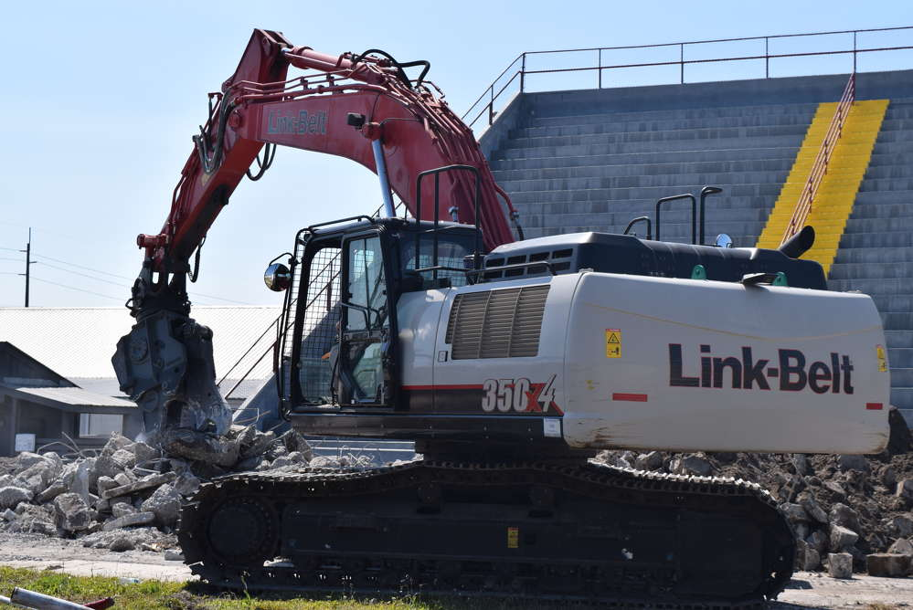 """James Surrency, who oversees a team of five men at the job site as superintendent and a stalwart of WTS since 2002, said the Kinshofer combi jaw processor is """"perfect for the job because 95 percent of what we're digging is concrete"""