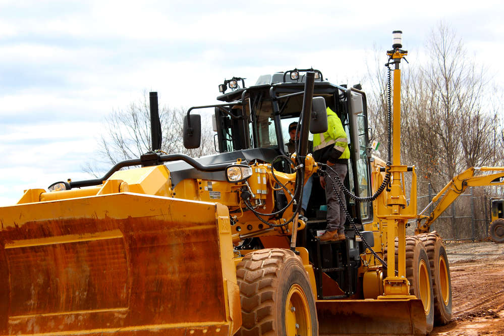 Paul Pereira and RJ Dalling of Dalling Construction get up close to see the latest technology on the Cat 12M motorgrader.