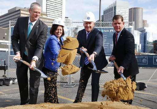(L-R) Massachussets Governor Charlie Baker; GE VP of Boston Development and Operations, Ann Klee; GE  CEO Jeff Imlet; and Boston Mayor, Marty Watson at the groundbreaking ceremony of the new GE headquarters in Boston.