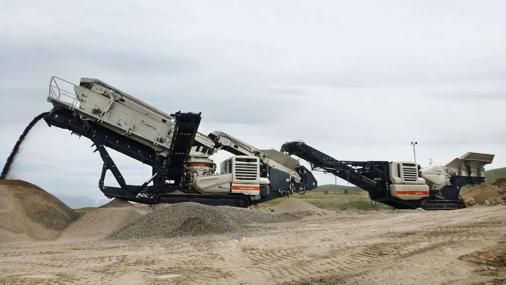 Aggregate processing machines from Metso, such as the Lokotrack LT106 feeding the Lokotrack LT220D mobile crushing units shown above, are now available from PacWest Machinery in the Pacific Northwest.