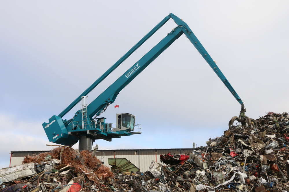 The Sennebogen 8130 EQ loads 20,000 metric tons of scrap per month into a large stationary shear.