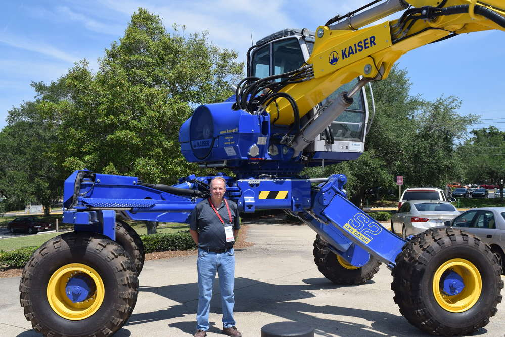 Lanny Hollifield, vice president of Kaiser Sales & Service, Great Southern Equipment Company, goes over the features of the Kaiser S2 4x4 Gator.