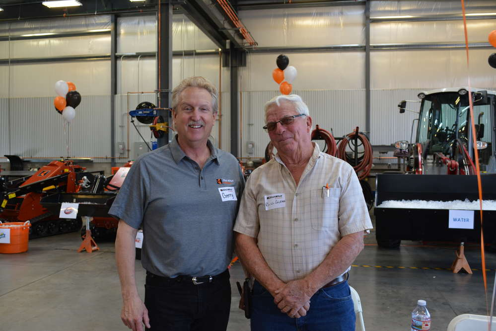 Gerry Pierick (L), Ditch Witch of Arizona sales manager, catches up with Bill Coleman of the Coleman Advisor Group.
