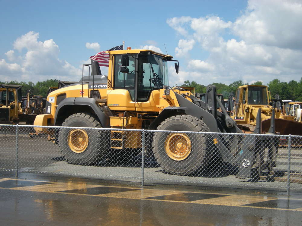 Bidders had a variety of wheel loaders to choose from.