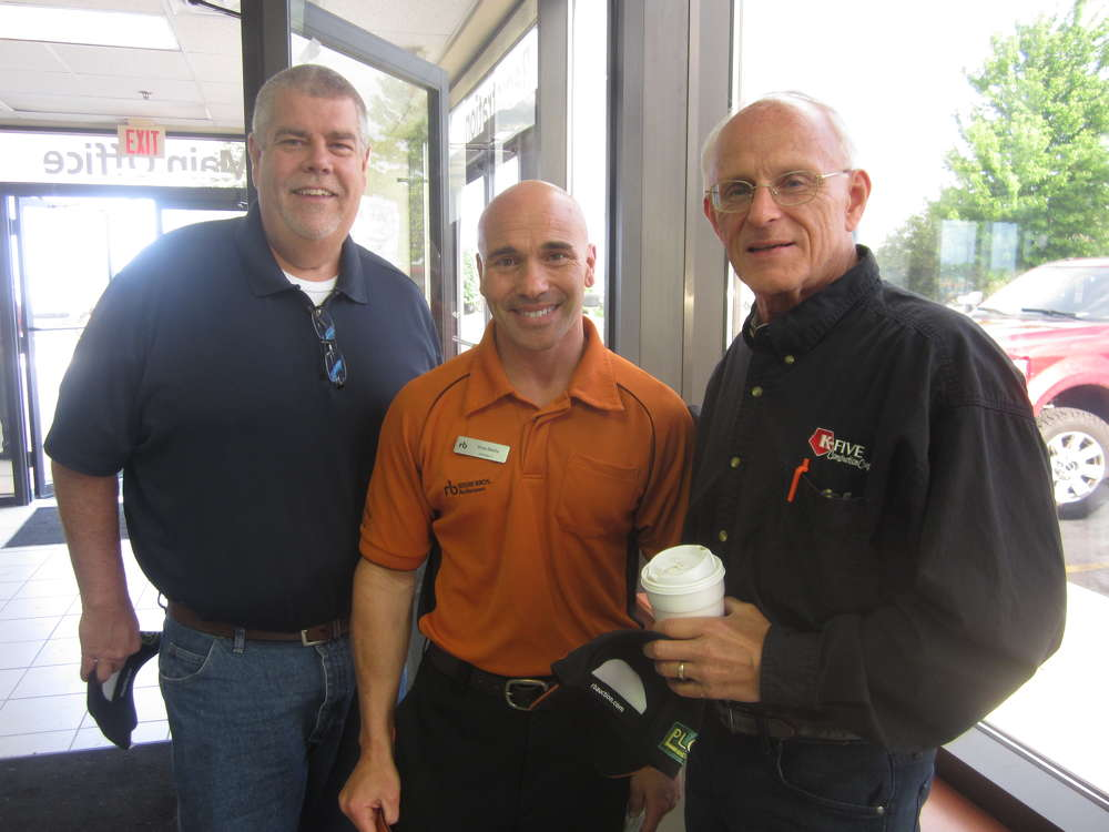 Vince Blecha (C) Ritchie Bros., welcomes Mark Lindbloom and Dave Gorski, both of K-Five Construction Corporation, to the sale.