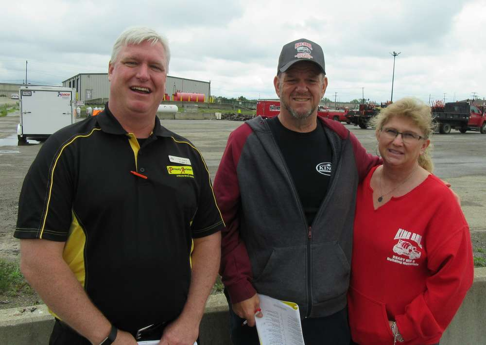 Ritchie Bros' Tim Keane caught up with Rx and Sis King, both of Kink Bros. Ready Mix and Building Materials, at the auction.