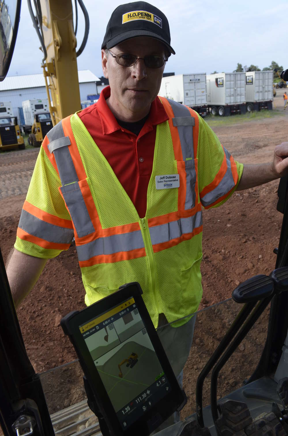 Jeff Dobosz of SITECH Metro Northeast explains Trimble Earthworks, now available in Caterpillar excavators. The Earthworks display provides operators with an extraordinarily detailed view of exactly where they are digging and how it relates to each project's design.