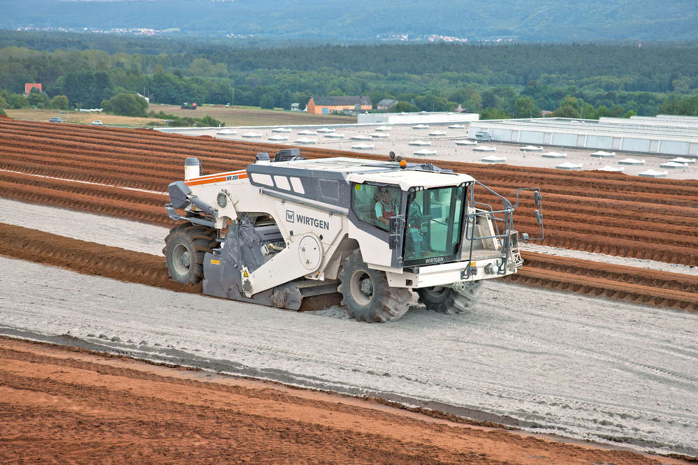 With an engine power of 766 hp (1,034 kW), the WR 250 is the most powerful member of the wheeled Wirtgen cold recyclers and soil stabilizers. The powerhouse operates effortlessly over a width of 7 ft. 10 in. (24 m) and depth of up to 22 in. (56 cm) in heavy and boggy soil.