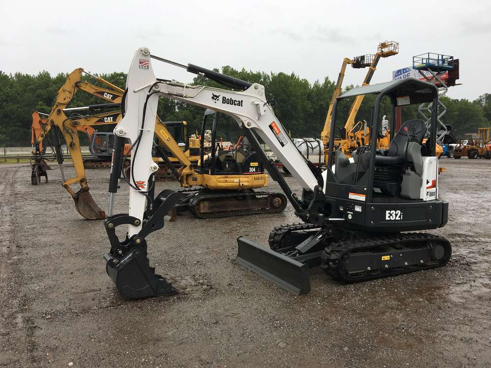 The auction featured a variety of compact excavators from Bobcat, Caterpillar, John Deere and others.