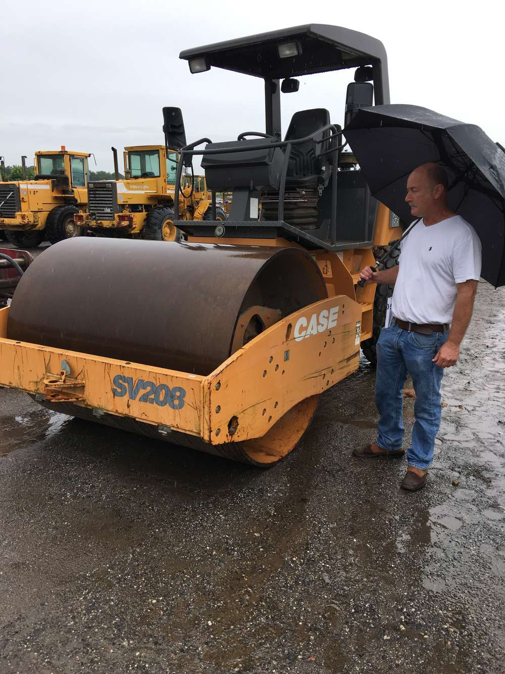 Mike Bell of Palmetto Machinery in Greeleyville, S.C., looks over this Case SV208 roller.
