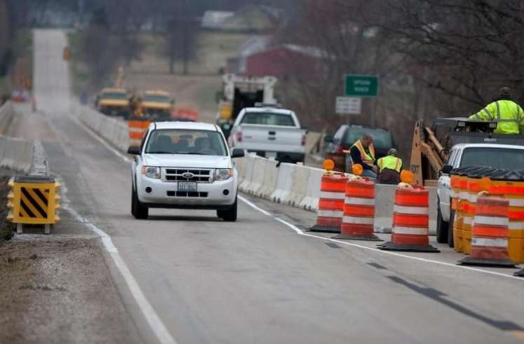 A budget-related shutdown of approximately 900 transportation projects affected an estimated 20,000 workers.