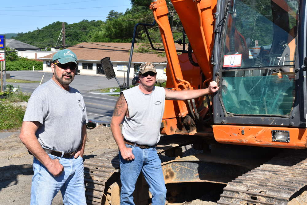 Ken Sency (L), owner of Sency Plumbing and Heating, and Rich Hoffman, owner of RH Construction, both of Weatherly, Pa., enjoy the beautiful early summer day and the Hunyady auction.
