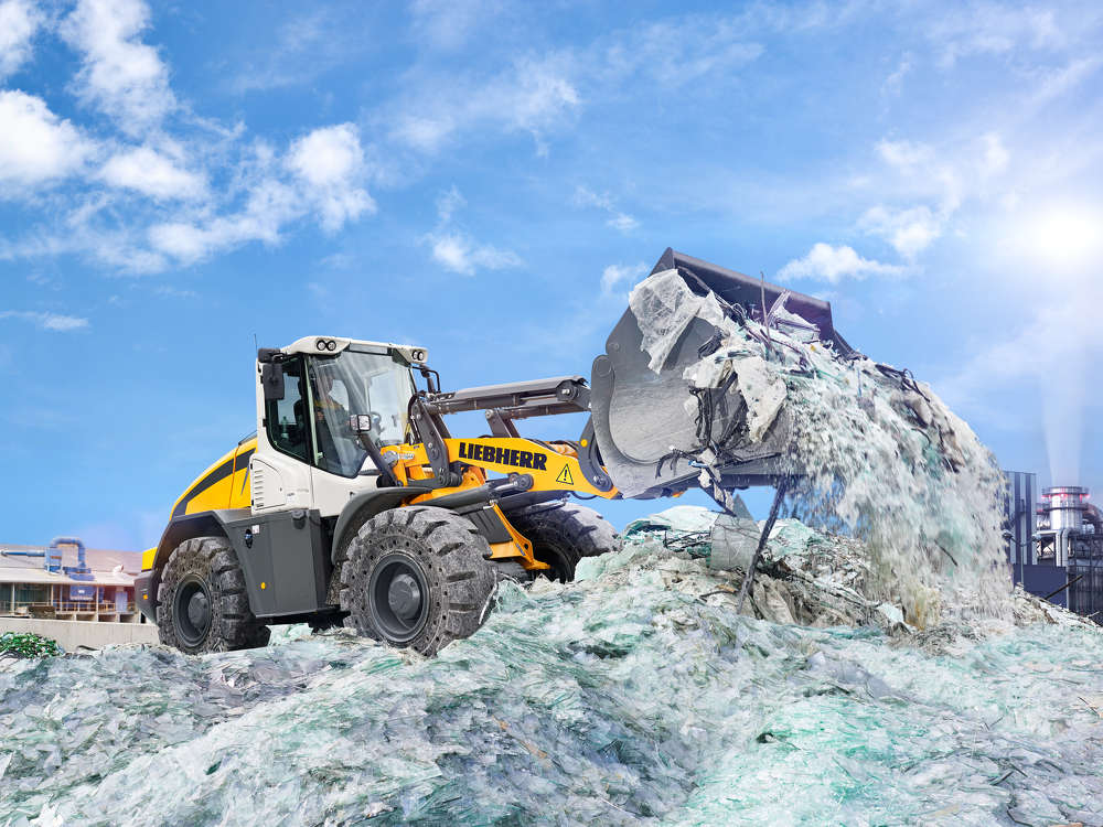 The Liebherr L 538 all-round wheel loader provides high productivity in recycling applications.