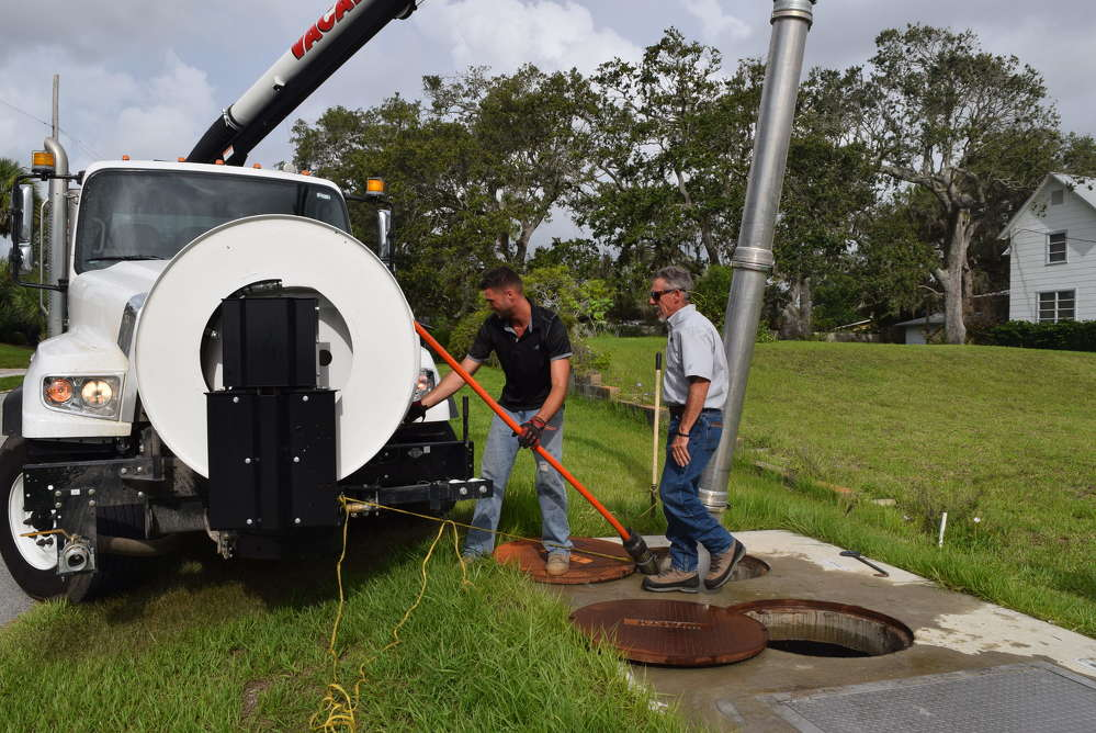 Jared Wilson (L), environmental specialist, Great Southern Equipment Company, and Tommy Marks, vice president of sales of Great Southern Equipment Company, Orlando, Fla., prepare the Vacall Recycler for the demonstration.