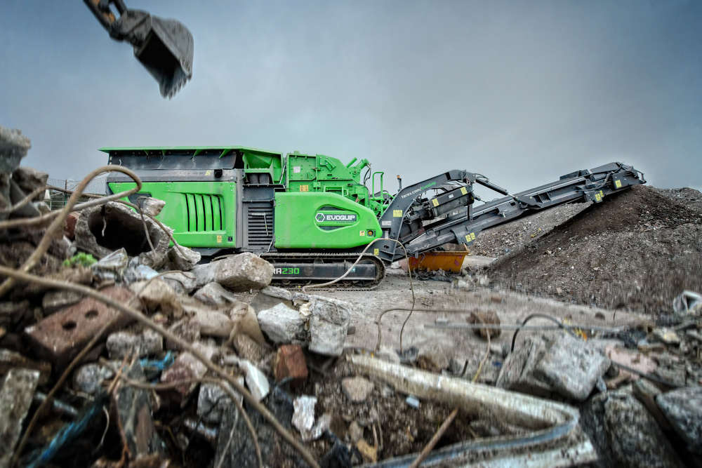 The Cobra 230 impact crusher uses a fuel efficient and high performing direct drive system to power the impact crusher.
