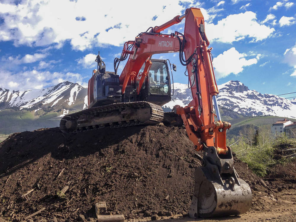 This contract authorizes Honnen Equipment to rent, sell and support new Hitachi excavators from compact excavators all the way up to the 760 hp mining shovel EX1200-6.