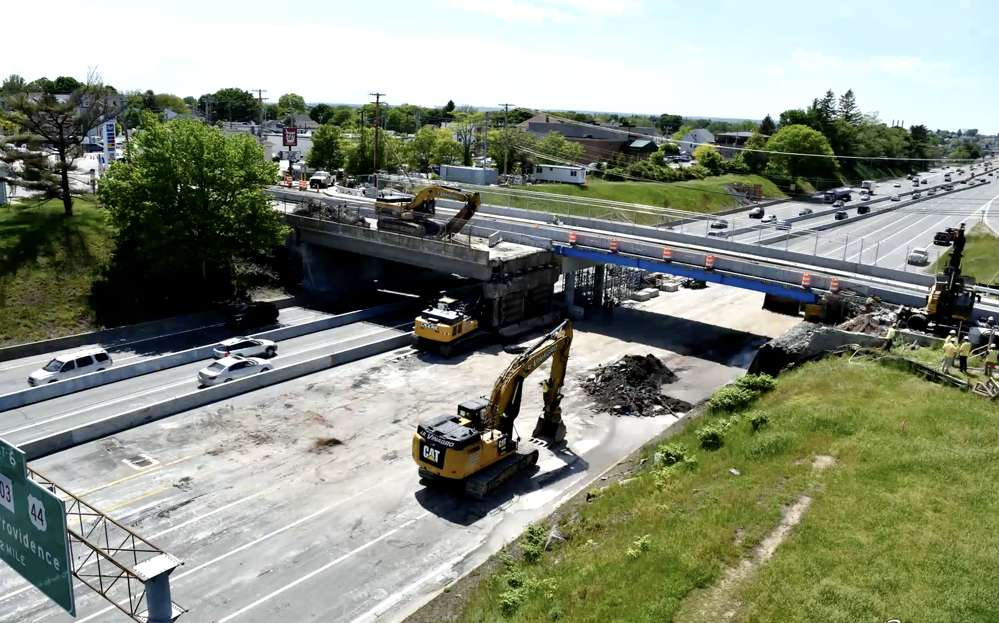 RIDOT has reopened the Pawtucket Avenue Bridge in East Providence approximately five weeks ahead of schedule.