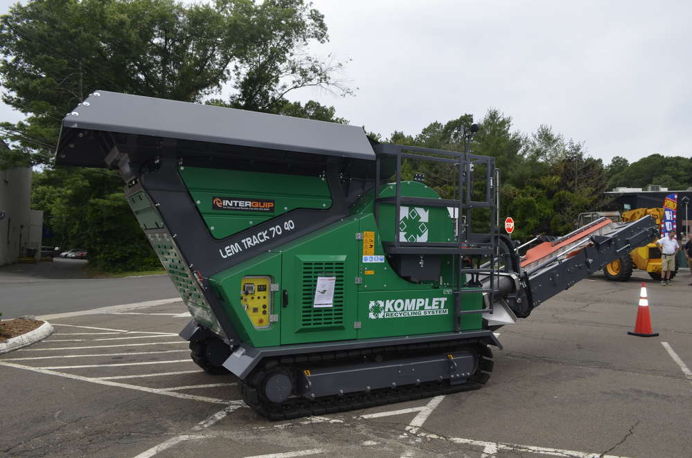 The KOMPLET model LT7040 crusher is uniquely designed to handle difficult crushing situations in compact areas.