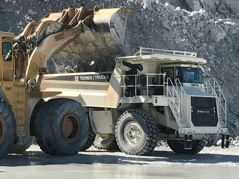 Well suited to the environment of the quarry, which is made up of wide roads, the hauler is designed to bear the weight of the abrasive rocks at high volume.