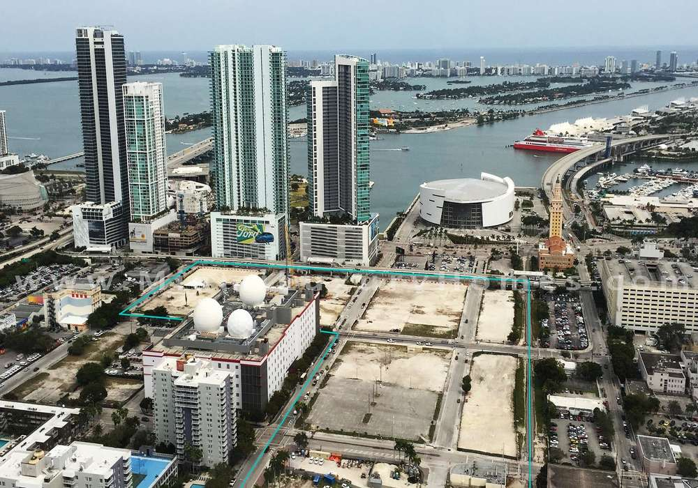 Campers visited the future home of Miami Worldcenter's open-air retail promenade and the 60-story PARAMOUNT Miami Worldcenter condominium.