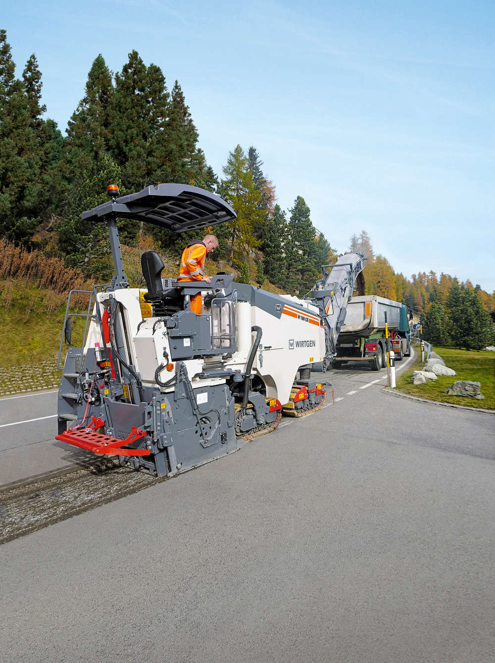 The Wirtgen W 100 CFi in the compact class, with its 3 ft. 3 in. (1 m) working width and 0 to 13-in. (0 to 33 cm) working depth, masters every application, such as milling off pavement layers or milling tie-ins on road rehabilitation projects. With its modified machine weight and compact dimensions, it can be easily transported without a special permit.
