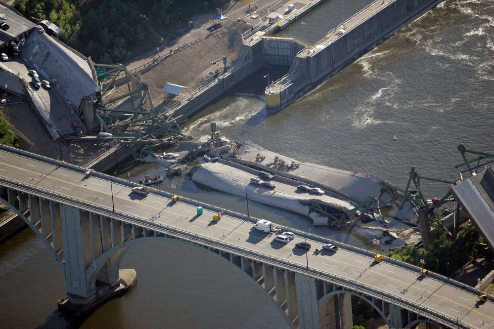 2007's I-35W bridge collapse killed 13 people and injured 145 (Photo Credit: Morry Gash).