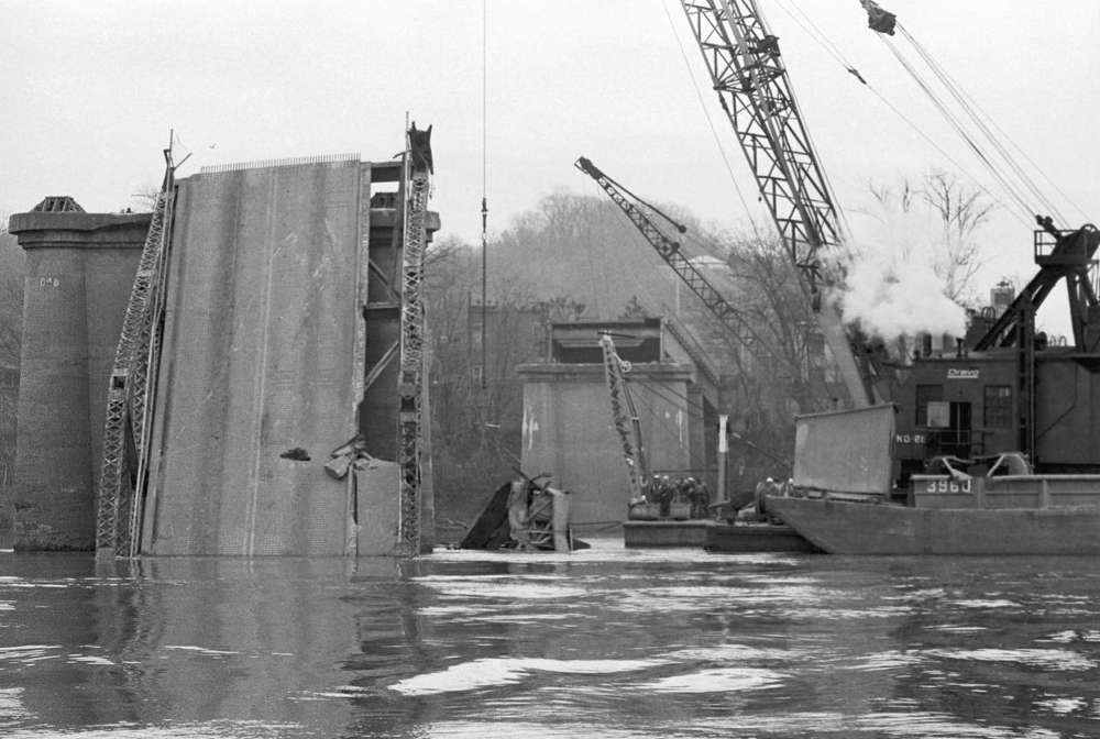 In 1967, Silver Bridge that connected Point Pleasant, W.V., and Kanauga, Ohio, collapsed during rush hour due to a suspension chain failure, killing 46 people and injuring nine, MSN reported (Photo Credit: Bettmann).