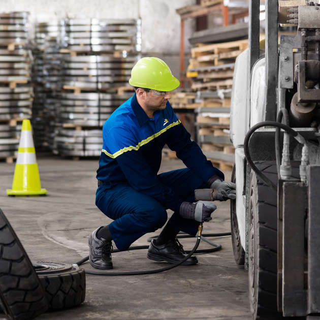 The material handling equipment market in Texas represents a great opportunity for Camso – not only for tire distribution, but also for its independent service division, Solideal-On-Site Service.