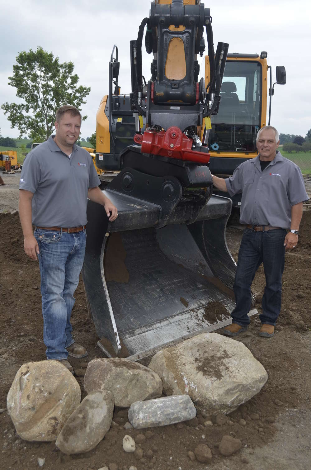 Phil Lucoe (L) and Stephen Nagy of Rototilt were on hand to demonstrate the extreme flexibility of the Rototilt coupling system.