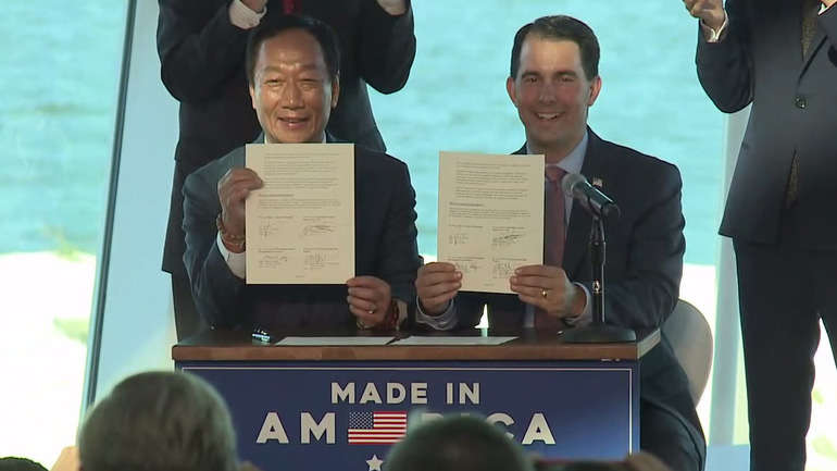 Foxconn CEO Terry Gou (L) and Gov. Scott Walker.