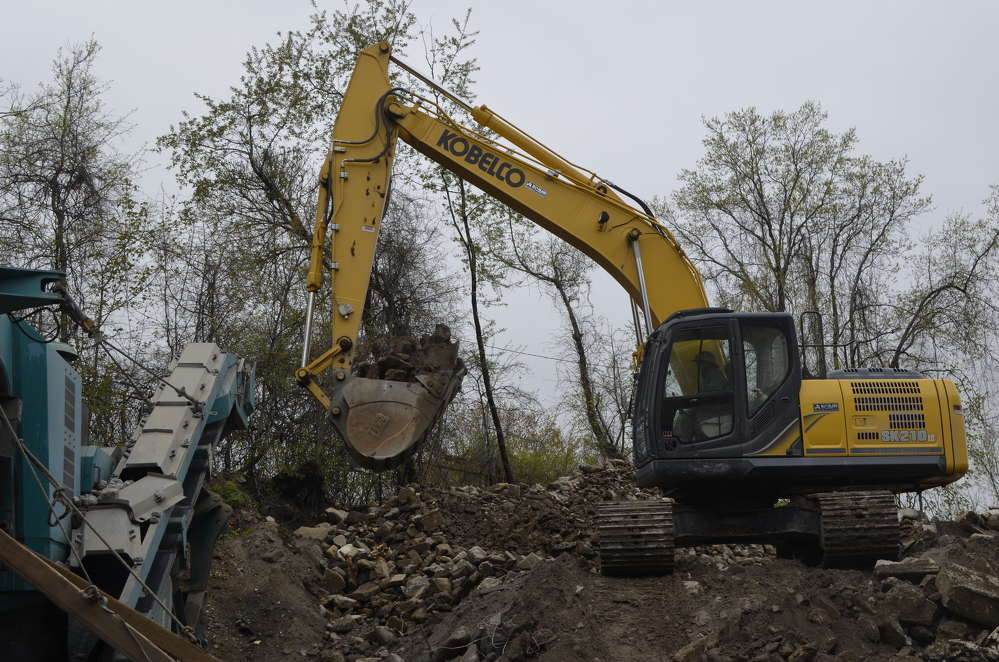 Metro Green's Kobelco SK210 LC-9 increased the company's production and efficiency.