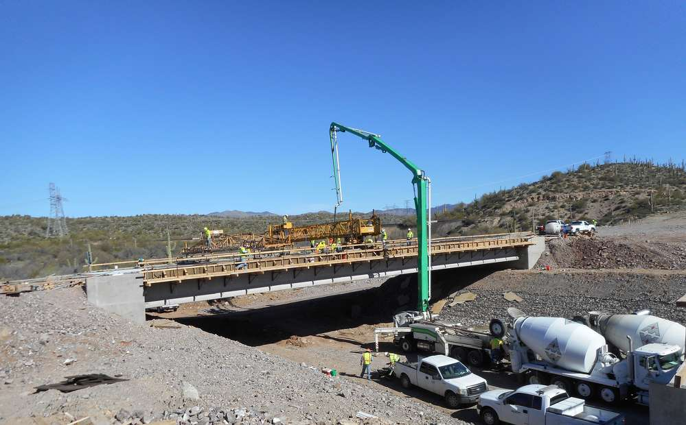 Crews in Arizona are rebuilding a 6-mi. stretch of U.S. Route 60 from Queen Creek east through the town of Superior to the junction with state Route 177. (FNF Construction/ADOT photo)