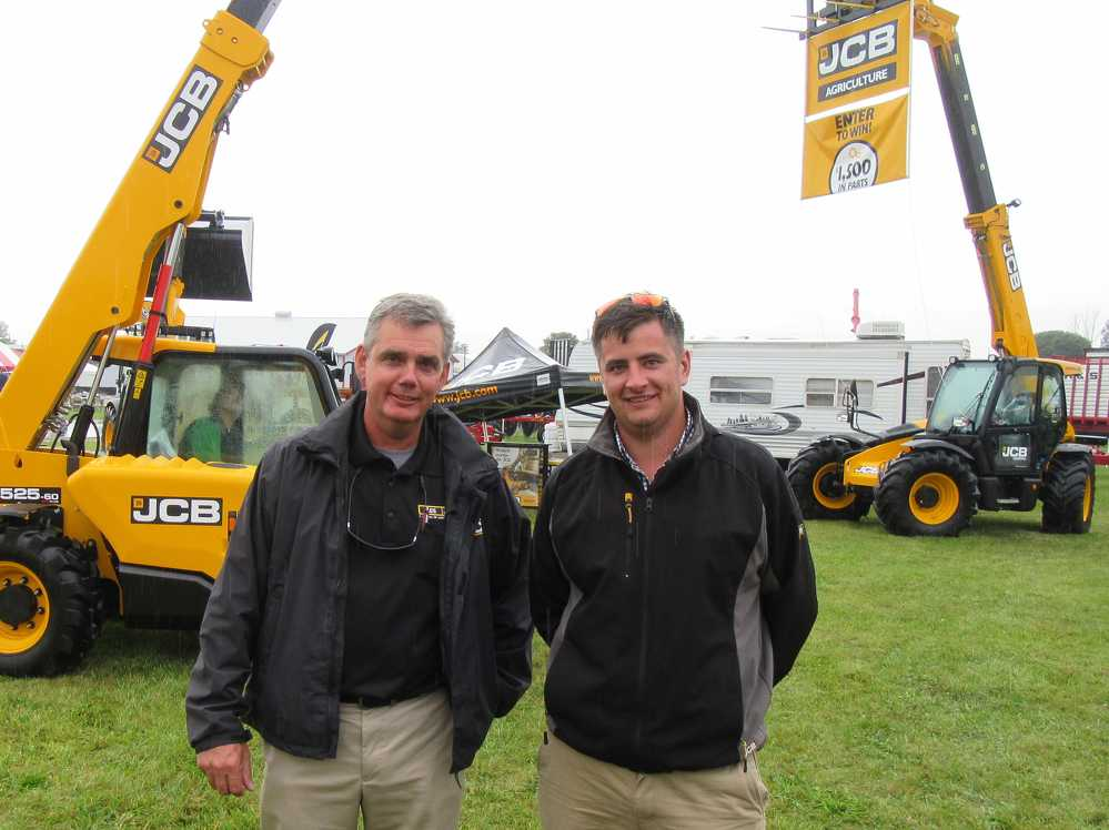 Ed Mallard (L), AES JCB, and Bruce Mustard, Fastrac product manager of JCB, talk about the benefits and features of the company's equipment.