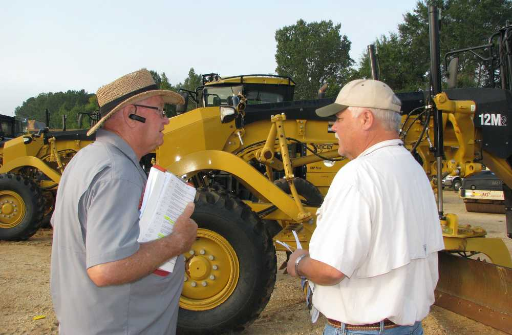 Ron Jacobson (L), Hall Equipment, St. Louis, Mo., and Pudge Guettler of Guettler & Sons, Fort Pierce, Fla., trade notes on equipment of interest.