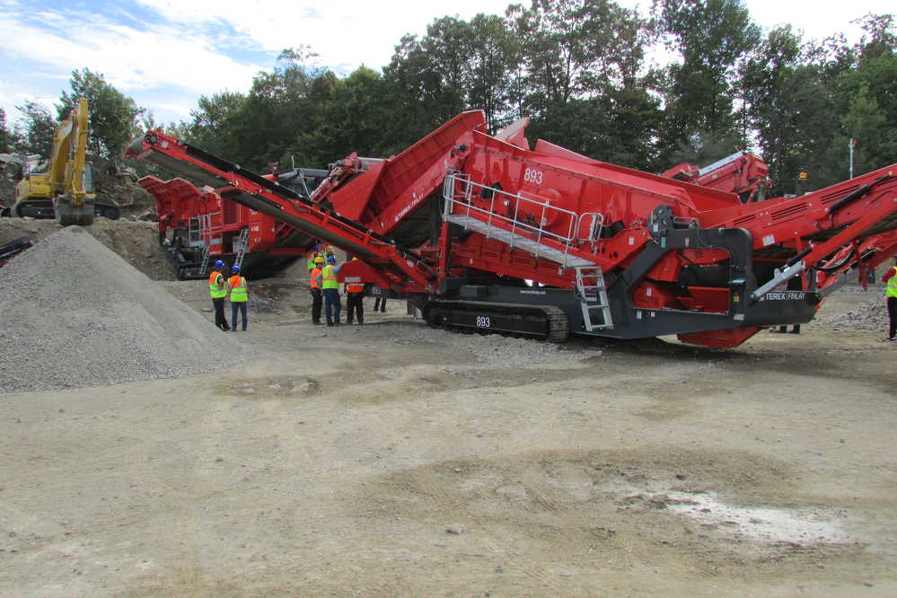 The 893 heavy-duty screen was among the 13 different machines set up at Reliable Contracting's site.