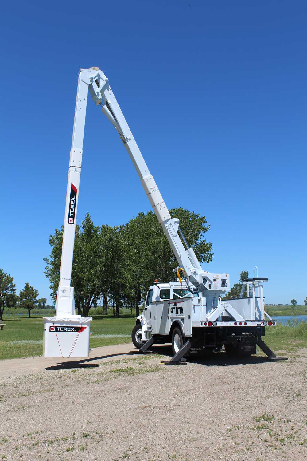 "An expanded working range optimizes capacity and supports improved ground access. ""The lower ground access makes it easier for operators to hand off tools to ground personnel, clean out debris in the bucket and is useful in operator recovery situations,"" said Caywood."