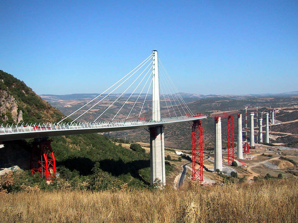 millau viaduct rises to a record height story id 5308 construction equipment guide. Black Bedroom Furniture Sets. Home Design Ideas