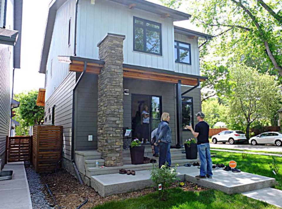 Edmonton leads canada in net zero energy homes yp nexthome for Zero net energy home