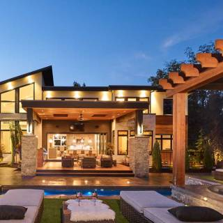 A dazzling combination of pool, lounging, al fresco dining/cooking and a private putting green garnered Gold Edge Properties the award for Best Outdoor Living Space.