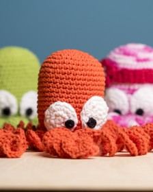 Você também pode fazer o polvo de crochê que, além de fofo, pode ajudar bebezinhos prematuros a crescerem melhor ;)