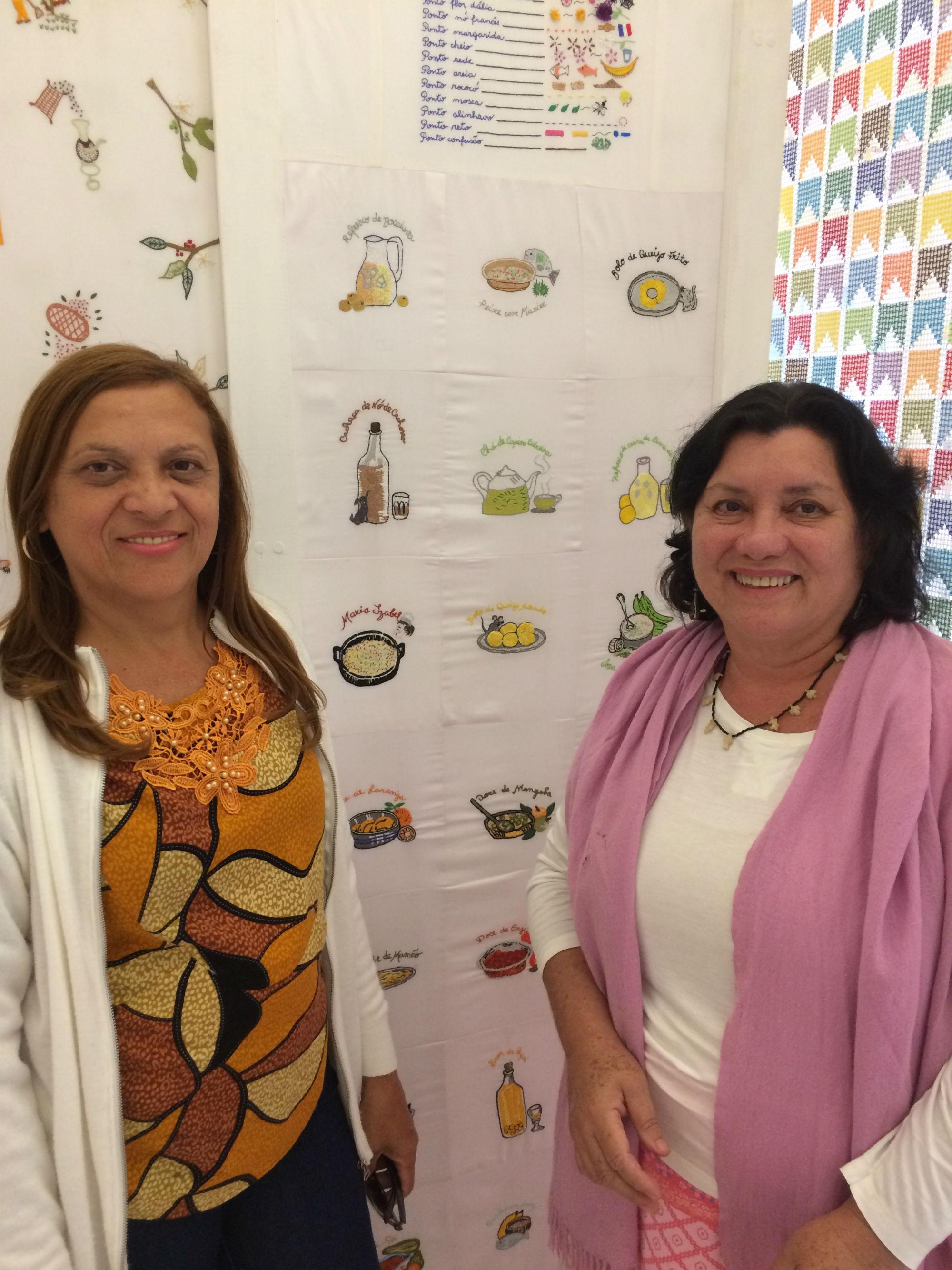 Emília (à esquerda) e Louriza: bordadeiras da Chapada dos Guimarães vieram a São Paulo para divulgar a arte e a importância da preservação das mais variadas técnicas de bordado