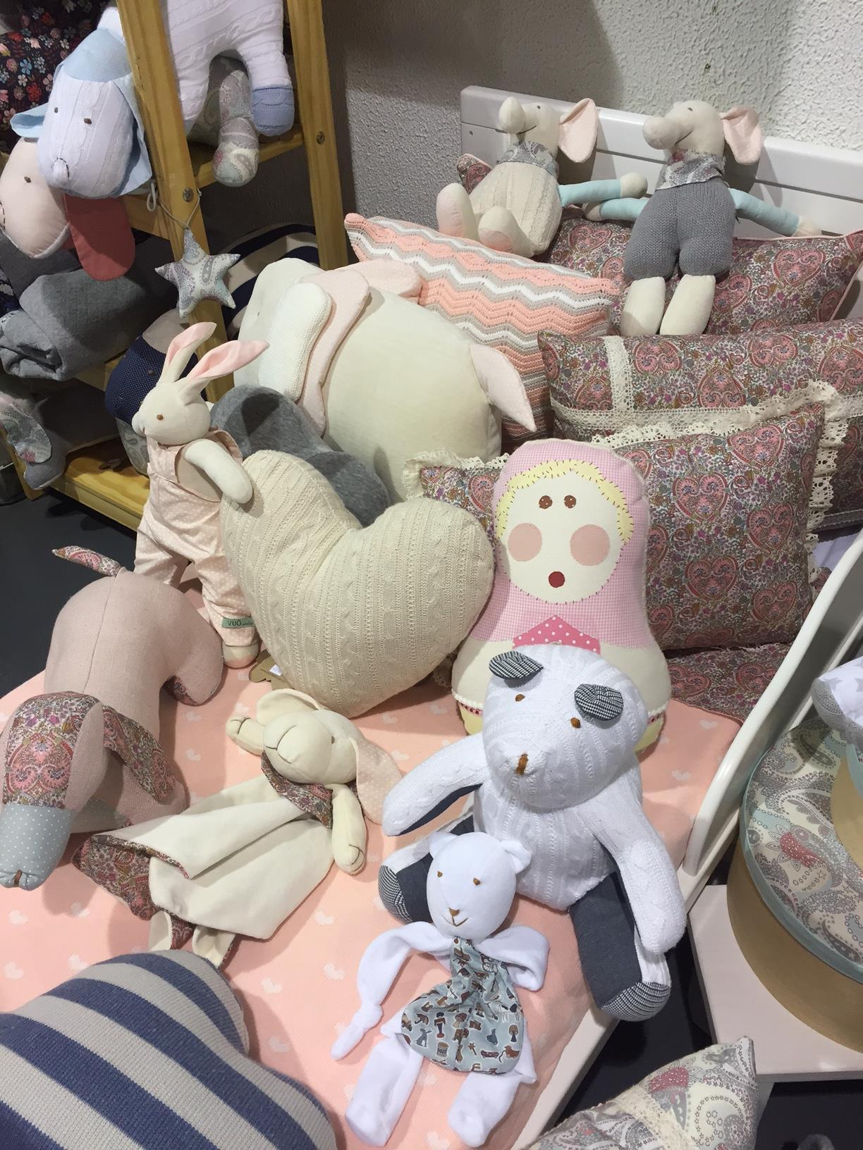 Aposte em peças em crochê na decoração do quarto!