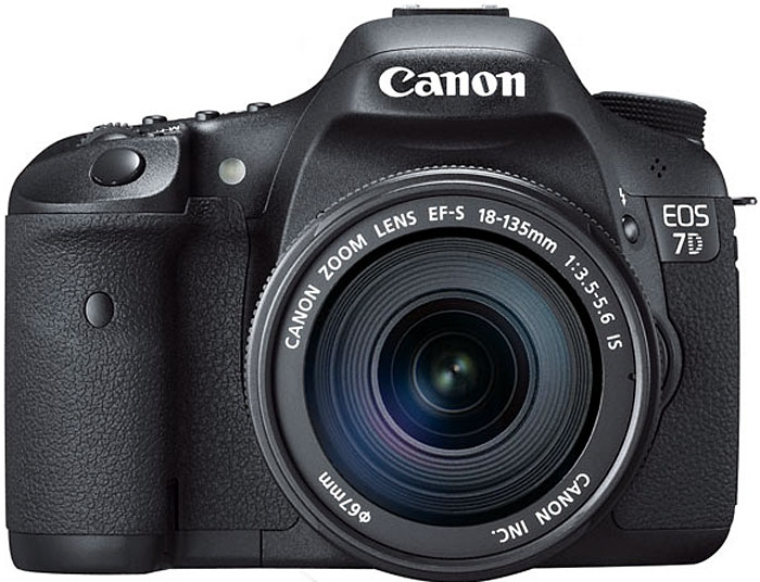 Canon EOS 7D Digital SLR Camera w/ EF-S 18-135mm IS Lens (Black)