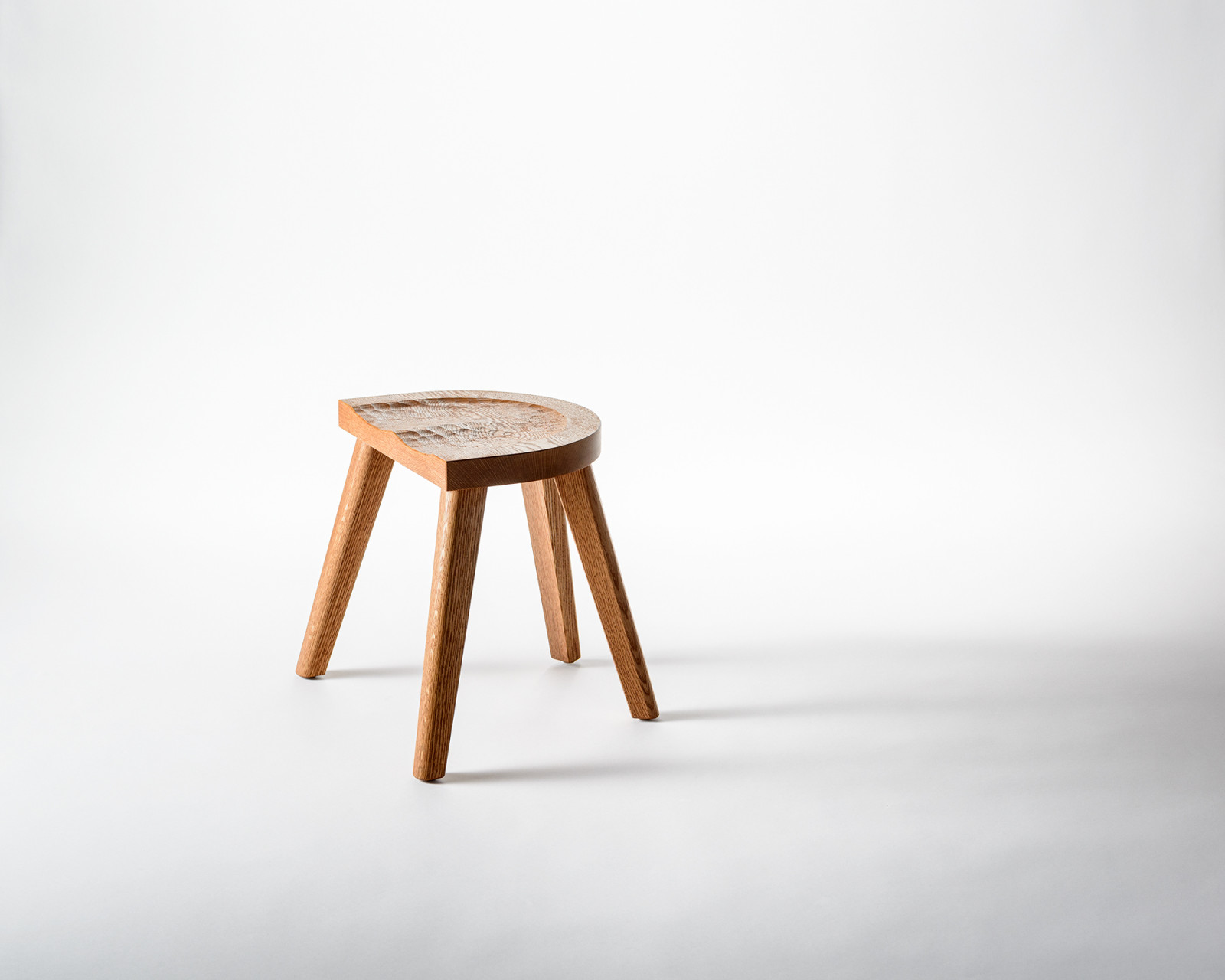 The Backless Stool with four legs - Furniture Marolles / Carneros Studios