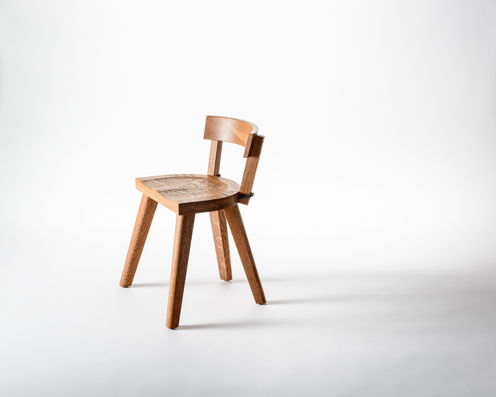 The Chair with four legs - Furniture Marolles / Carneros Studios