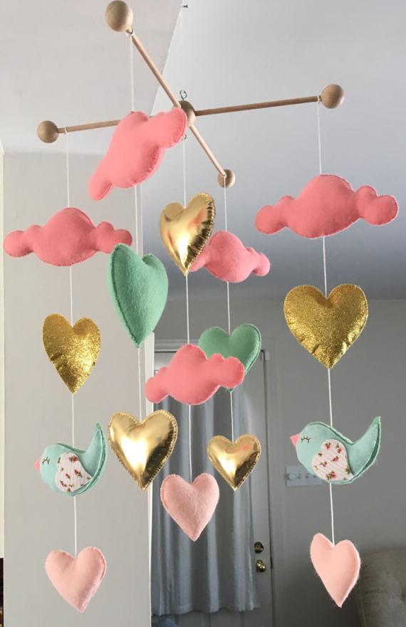 BazarArt - Mobile bébé - Bébé fille mobile - mobile - lit coeur mobile - nuage mobile - mobile oiseau - nuages, coeurs et oiseaux
