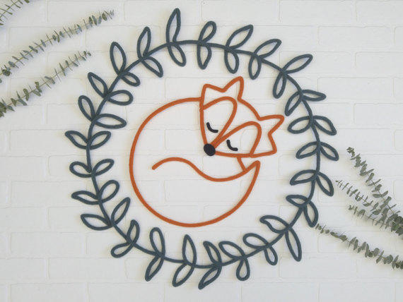 lesdouxgribouillis - Renard orange et sa couronne de feuilles verte en tricotin de laine, décoration murale pour chambre de bébé ou chambre d'enfant, fait main