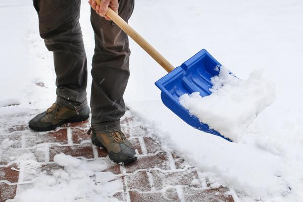 slip and fall on snowy sidewalk