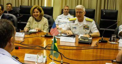 Comandante do Comando do Sul dos EUA conhece peculiaridades da Brigada de Infantaria Pára-quedista