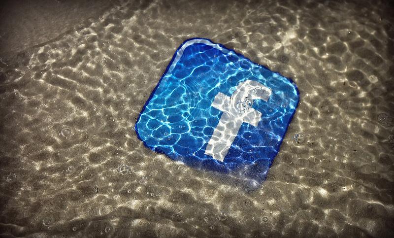 Facebook busca desembarcar en nuevos servicios para móviles